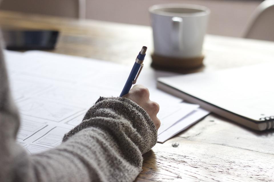 Top 7 des cafés pour écrire à Lyon : article pour Abby McAlban