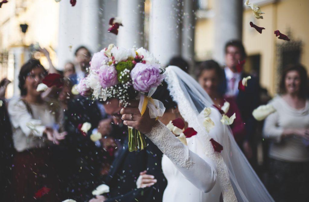 Mariés lancer de riz